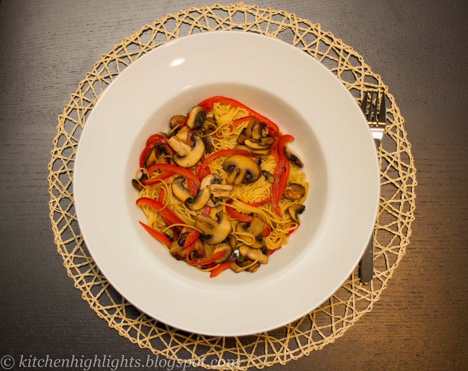 This recipe combines the nutritional benefits of both mushrooms and bell-pepper in a delicious pasta dish