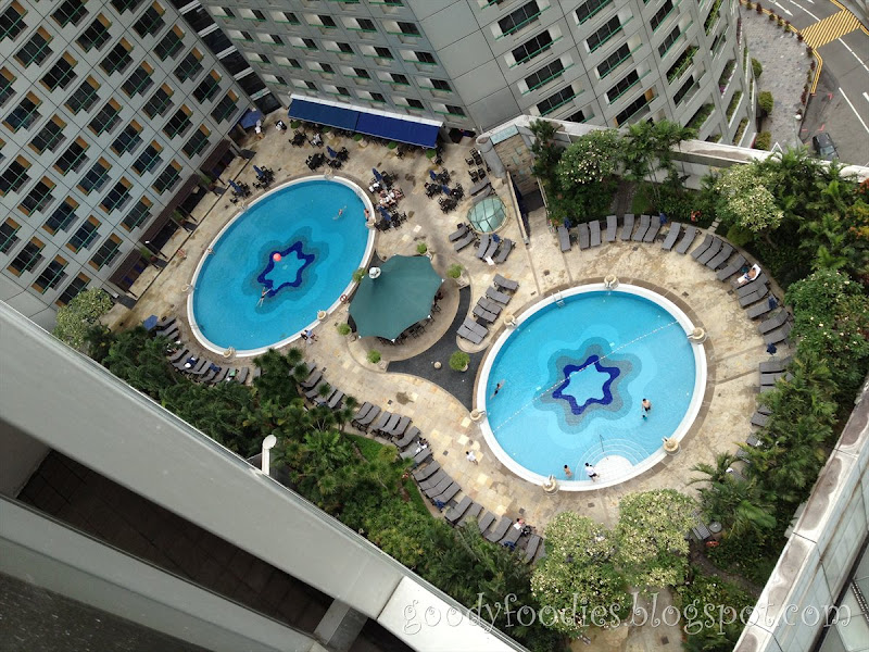 Goodyfoodies hotel review swissotel the stamford singapore - Stamford swimming pool opening times ...