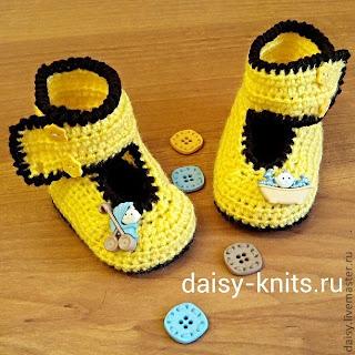 Желтые пинетки-ботиночки крючком для мальчика