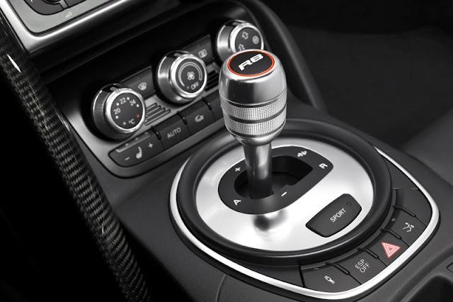 2012 Audi R8 Coupe Gear box Interior