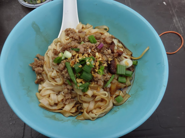 Pork Ball dry noodle is one of the Malaysia popular dishes