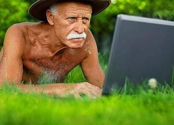 dziadek, komputer, łąka