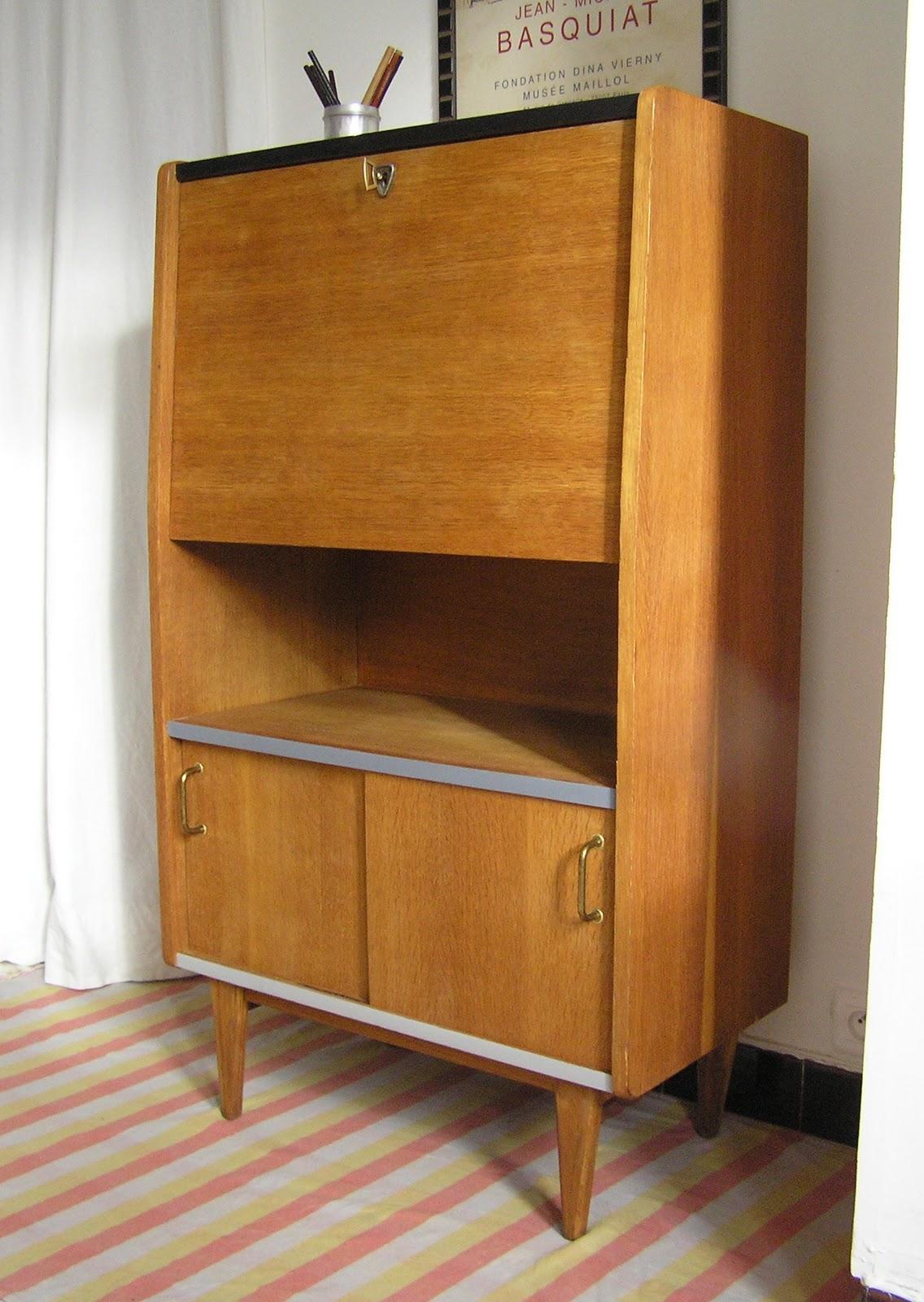 jaune moutarde secr taire ann es 50. Black Bedroom Furniture Sets. Home Design Ideas
