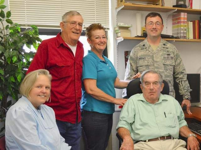 Military News - Retirees create network to help active-duty families