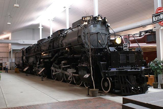 Gambar Kereta Api Lokomotif Uap Bigboy 4-8-8-4 4017 01