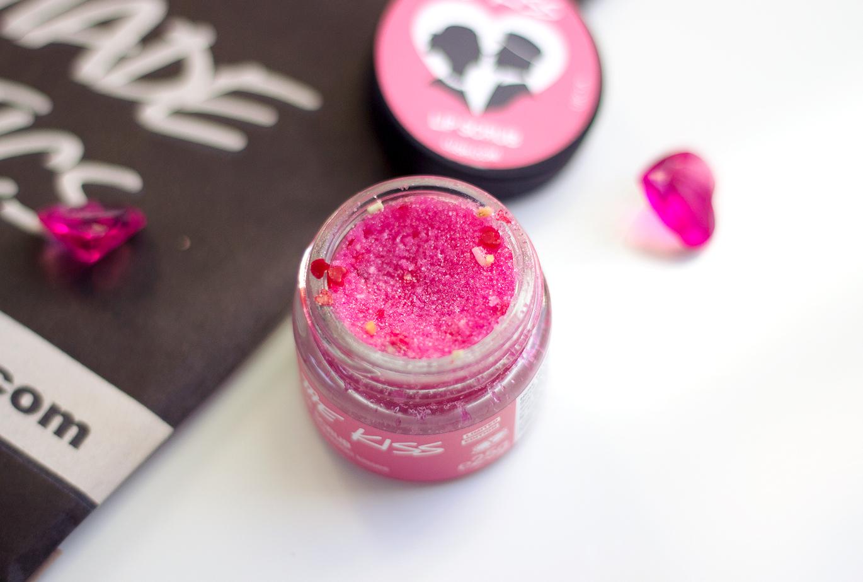 Lush The Kiss Lip Scrub, Lush The Kiss Lip Scrub Valentines 2015, Lush The Kiss Lip Scrub Valentines, Lush 2015 Valentines, Lush The Kiss Lip Scrub Review, Lush The Kiss Lip Scrub Beauty Blog,