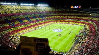 Senyera Camp Nou al sonar el himno del Barça por la independencia de Cataluña