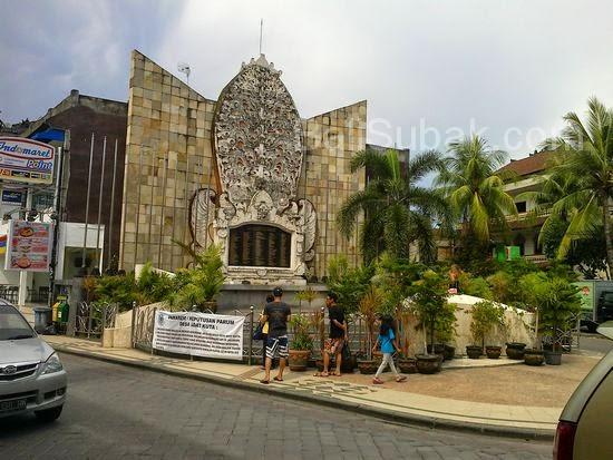 Beauty from a distance, the Bali Bombing Monument (Ground Zero) in Jalan Legian KutaBeauty from a distance, the Bali Bombing Monument (Ground Zero) in Jalan Legian Kuta