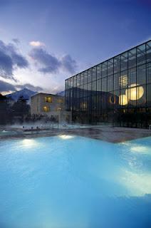 Im Dezember 2005 öffnete die Therme Meran ihre Tore. Zahlreiche Pools, Wellness, Sauna und Massagen: Das nagelneue Spa-Zentrum