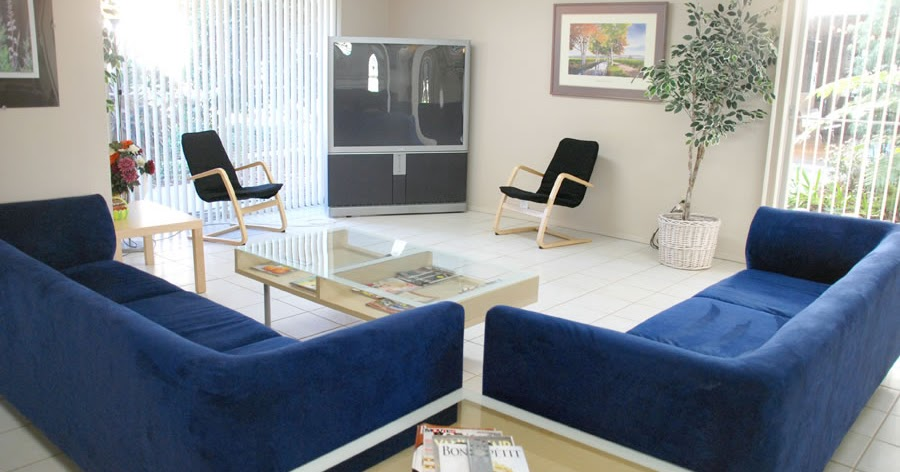 Tv lounge designs in pakistan living room ideas india for Dining room meaning in hindi