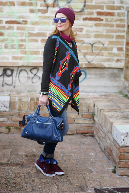 aztec print colorful cardigan, cichic multicolored cardigan, burgundy beanie, Fashion and Cookies, fashion blogger