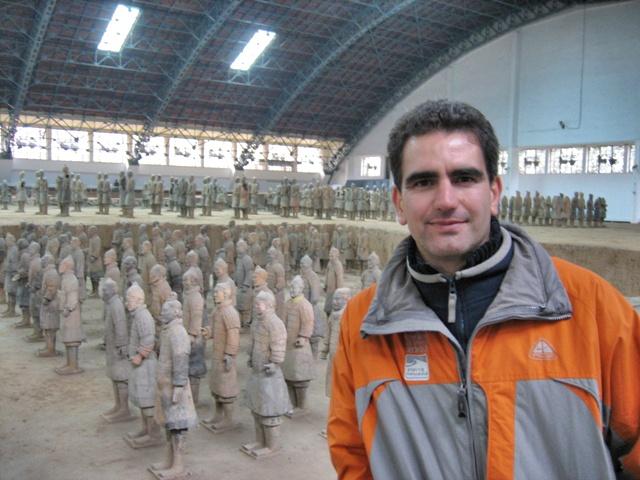Nacho visitando los Guerreros de Terracota en Xian