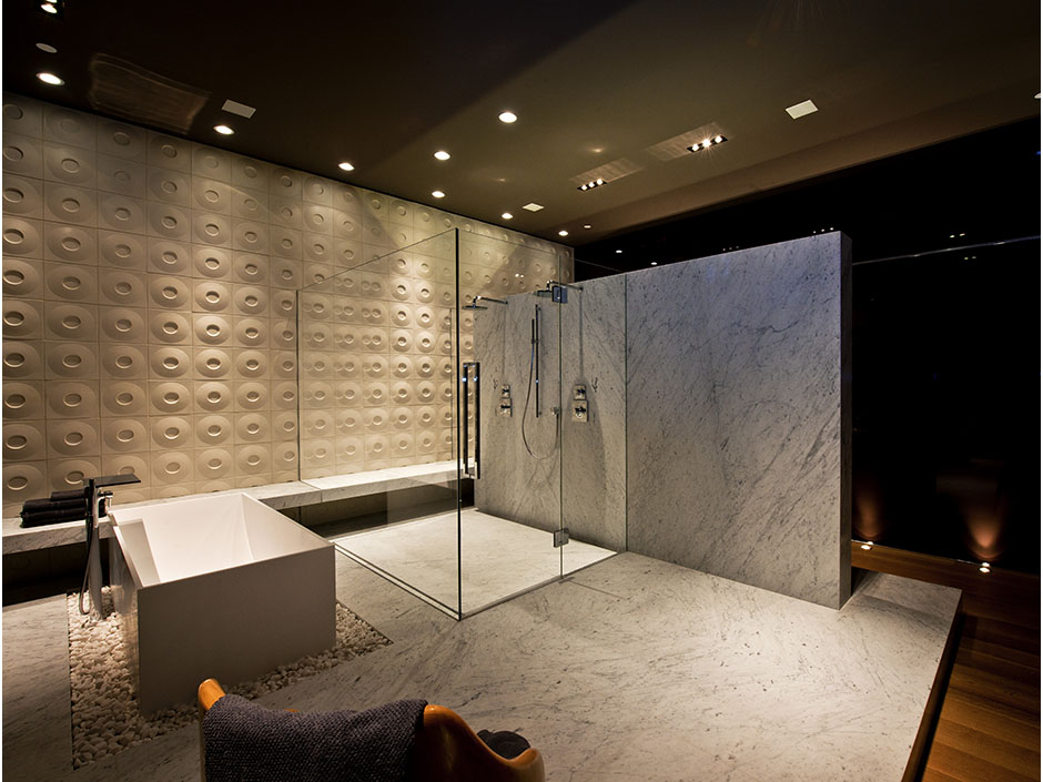 Modern cabinet 10 inspiring modern and luxury bathrooms for Arredi di lusso casa