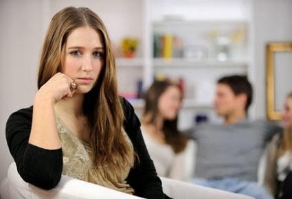 إثارة غيرة المرأة التى انت معجب بها...يجعلها تحاول هى التقرب منك !!!- امرأة تغار تغير غيرة النساء - woman jealous jealousy