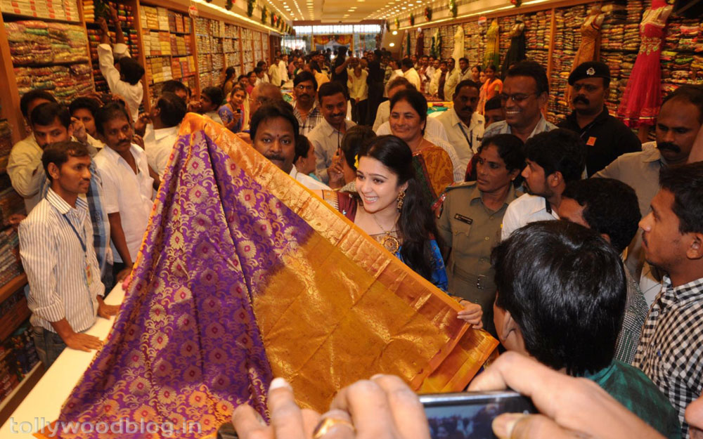 SVR Showroom Inagurated by Actress Charmi-HQ-Photo-3