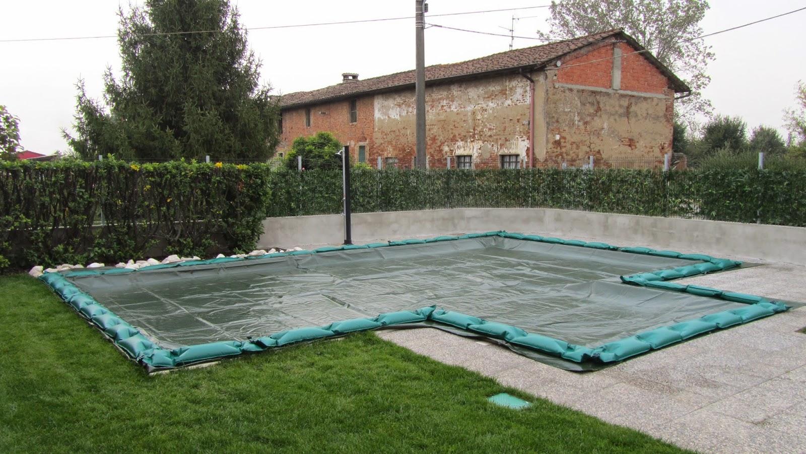 Teli di copertura con zavorre che fanno la differrenza for Teli per piscine interrate