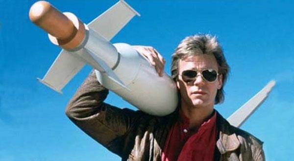 MacGyver com um Míssil.