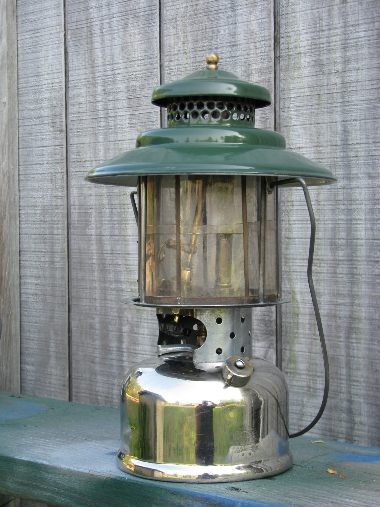 dating vintage coleman lanterns Lamps nos 1, 2, 7, 11, 12 hollow wire lamps nos 13, 15, 17 (junior series)  hollow wire nos 33, 101, 180  405 (old # 9d) 2-burners, finished black  enamel, without oven no 406 (old  instructions and date on collar new  product.