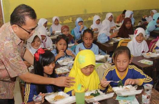"""Sebuah program bernama """"Sarapan Sehat di Sekolah"""" akan digulirkan Kementerian Pendidikan dan Kebudayaan (Kemdikbud) bersama Kementerian Kesehatan (Kemkes)."""