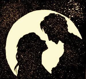 زوجين في الحب تحت القمر