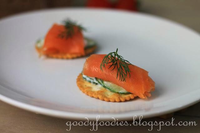 Goodyfoodies recipe smoked salmon and yogurt cucumber for Canape garnishes