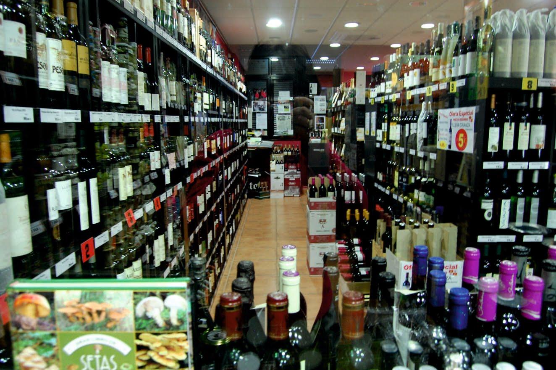 Vinos, aceites y otros ricos productos de alimentación.