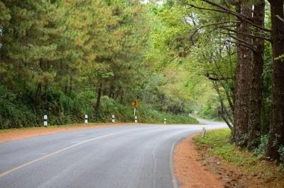 เรียนภาษาอังกฤษคำว่า Don't Overtake On A Curve. : อย่า/ห้ามแซงทางโค้ง