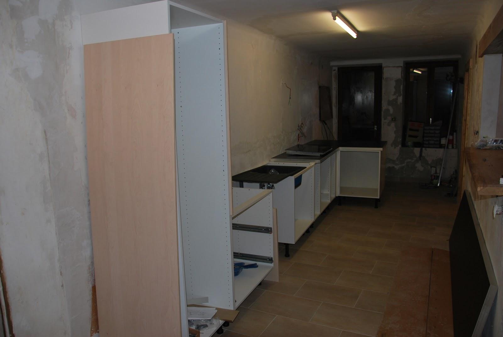 La maison qu 39 est nous chantier 1 salon cuisine chauffage for Monter sa cuisine ikea