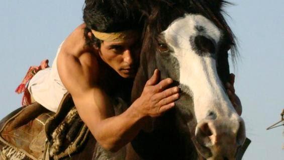 يهمس للحصان