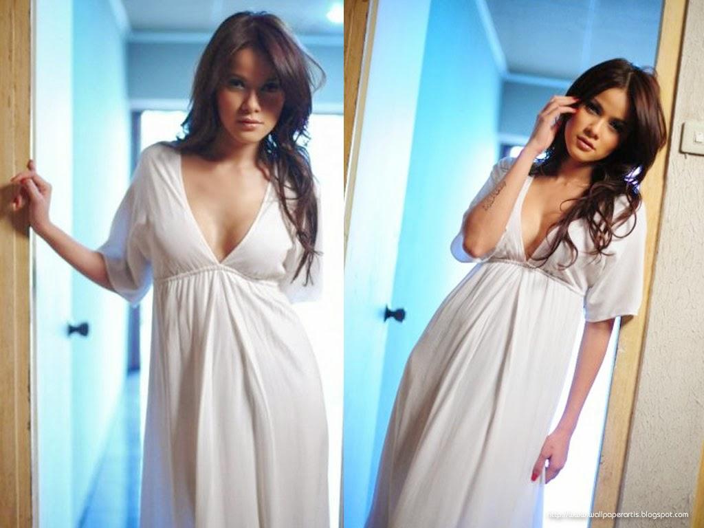 ... Sobat Semua yang telah membaca artikel Foto Hot Ola Ramlan Terbaru