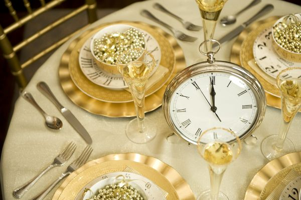 Anyone can decorate new years eve decorating ideas - New year dinner table setting ...