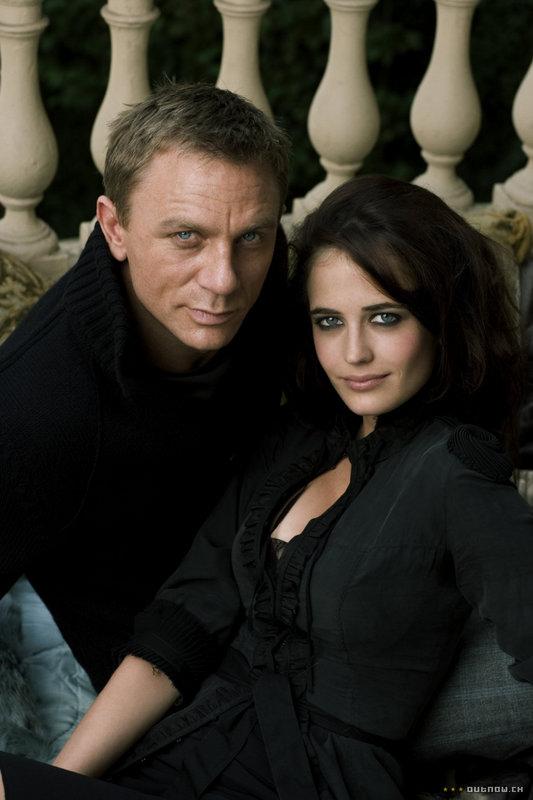 Vos célébrités préférées - Page 29 James-Bond-Vesper-Lynd-daniel-craig-578272_533_800