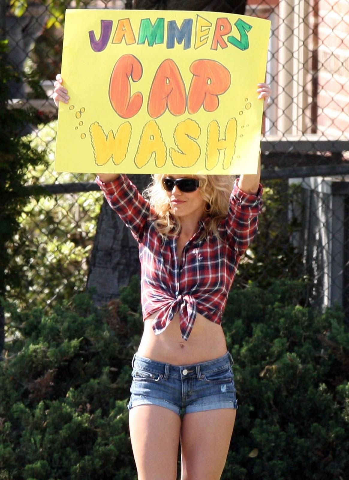 http://2.bp.blogspot.com/-y_ezBJoGwrw/TWXZ8N68w3I/AAAAAAAAArI/QxRimIeFjb4/s1600/Cameron-Diaz-Bikini-Bad-Teacher.jpg