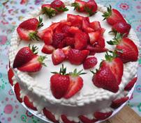 Red Velvet cake + fresh strwawberries + cream cheese cake