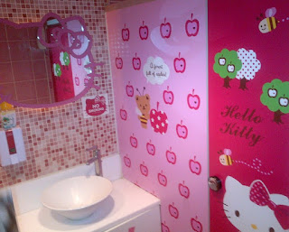 interior kamar mandi hello kitty