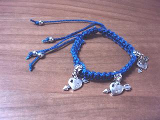 Pulsera macramé azul