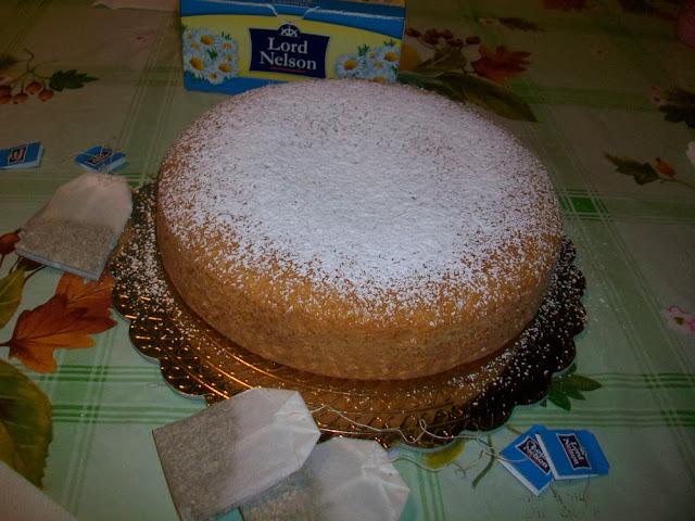 [dolci senza] torta alla camomilla senza uova, latte e burro