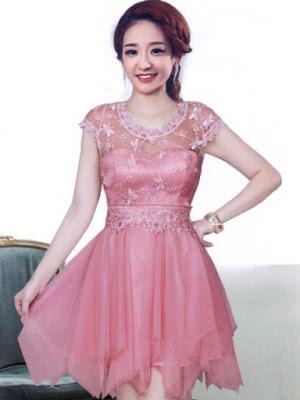Model Gaun Pesta Pendek Pink Brokat