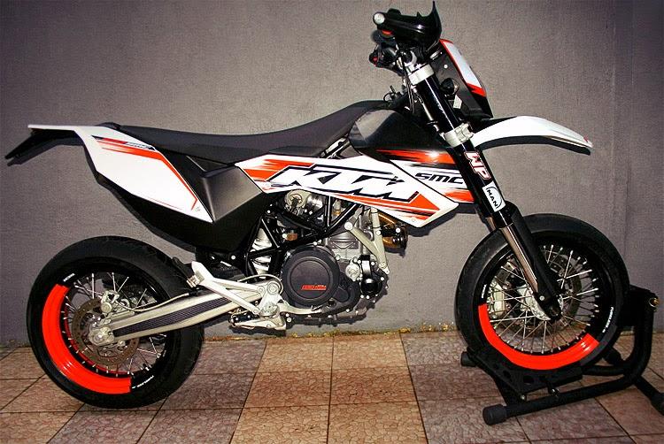 KTM 690 SMC R New Bikes Wallpapers