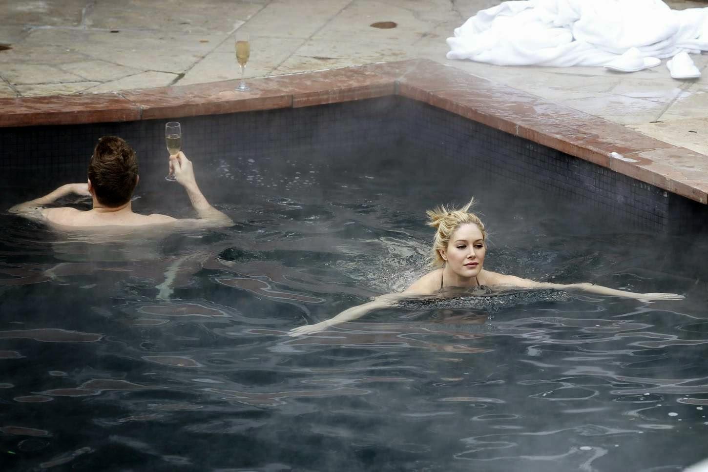 المغنية الأمريكية هايدي مونتاج و زوجها خلال إجازة في آسبن