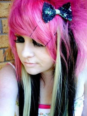 Hair & Tattoo Lifestyle: Colors Hairstyle For Emo Vana Venom