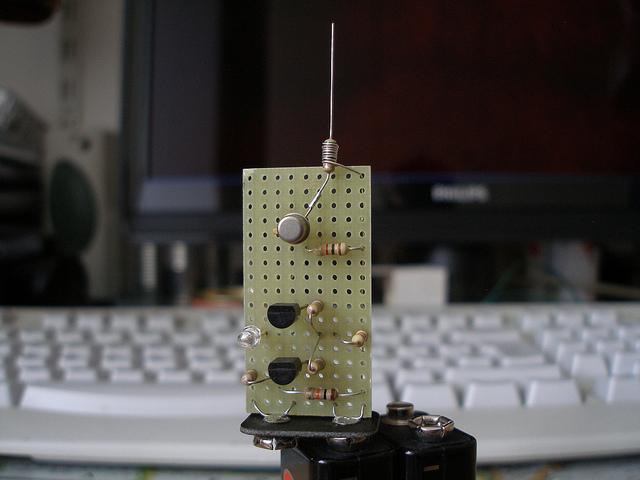 Circuito Walkie Talkie Casero : Detector casero de alto voltaje una zona geek
