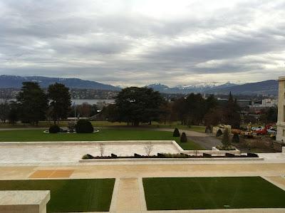 Изглед към Алпите от прозорците на залата на Комитета в най-старата сграда на ООН в Женева