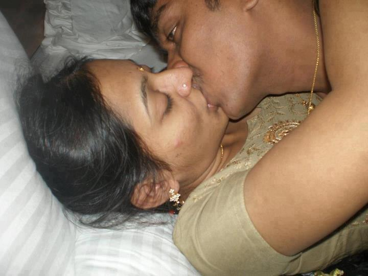 gujarati callege girls sex and kiss photos