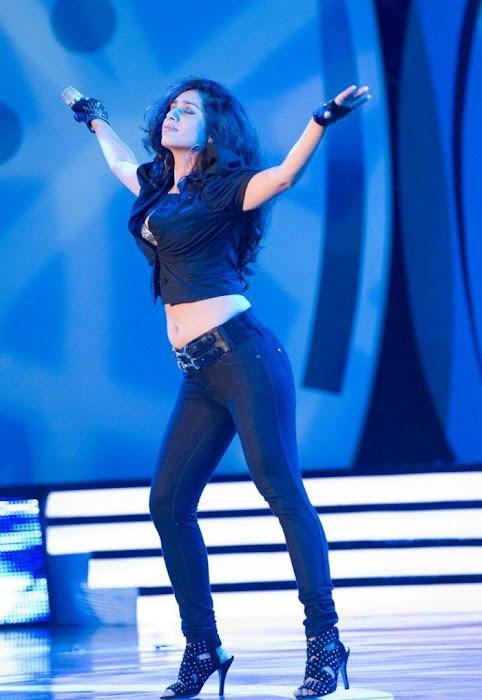 Hot Spicy Singer Neha Bhasin unseen pics