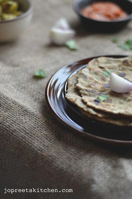 Bajra Roti aur Lahsun ki Chutney (Pearl Millet Flatbread with Garlic Chutney)