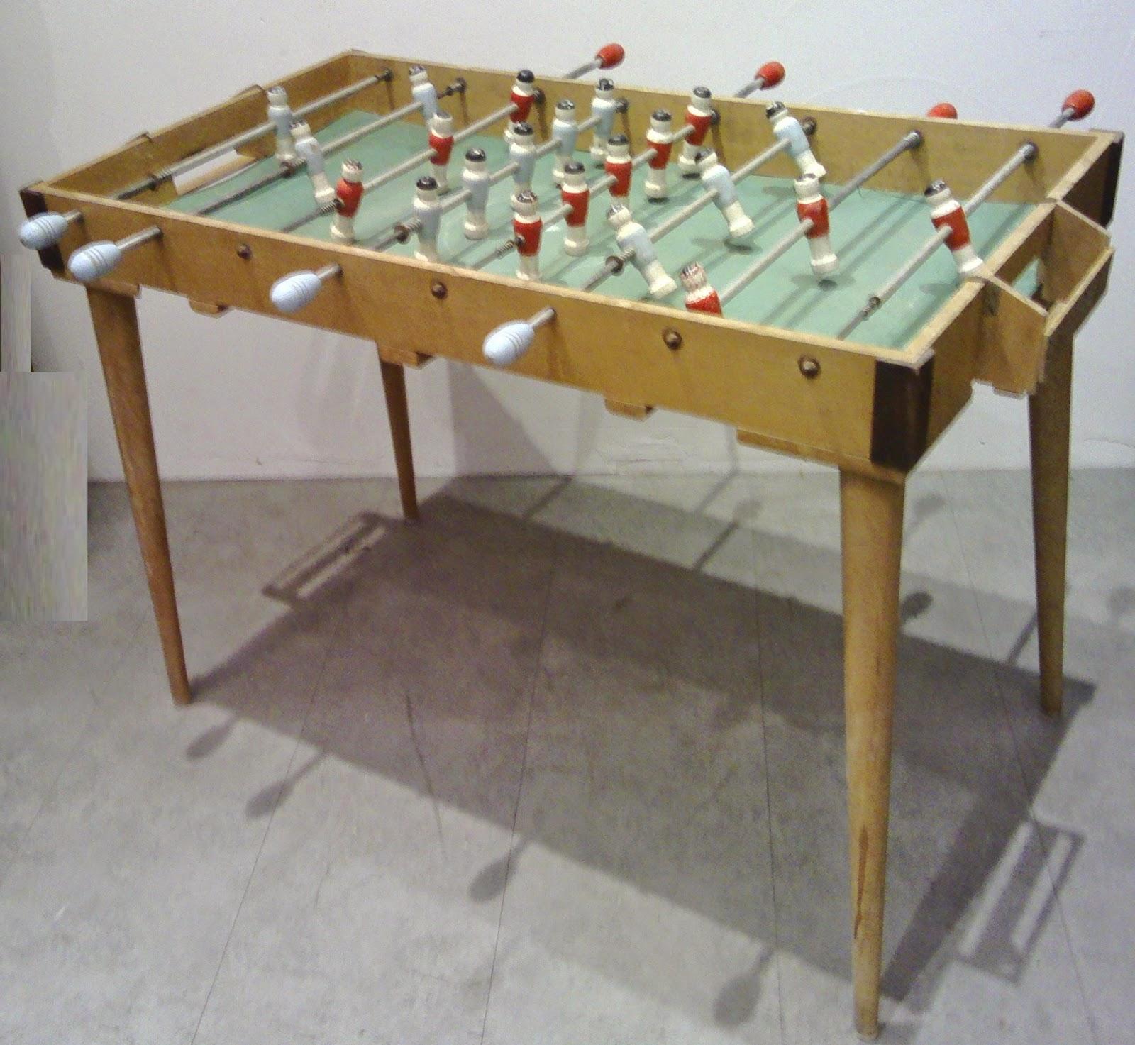 jouet ancien baby foot bois sur pieds d montables de table bar bistrot. Black Bedroom Furniture Sets. Home Design Ideas
