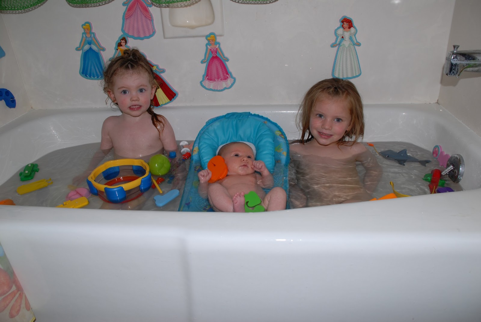 The Ericson Family: Rub-a-dub Dub 3 Girls in the Tub!