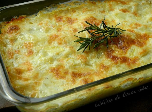 Gratinado rápido de batatas e cebolas