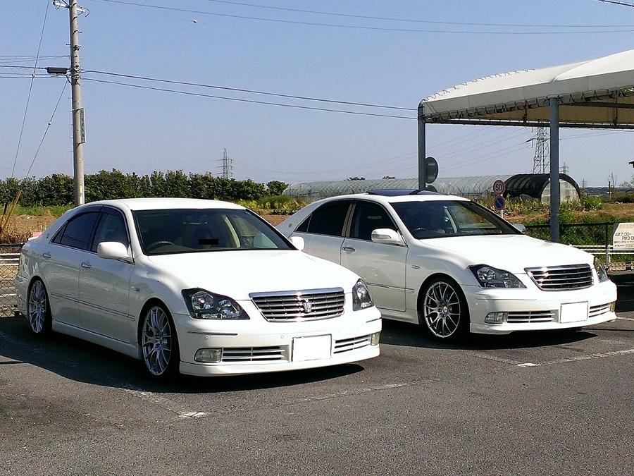Toyota Crown S200, luksusowy japoński sedan, samochody z rynku Japonii, auta z napędem na tył, JDM